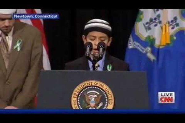 ABŞ-da öldürülən 27 nəfər üçün Quran oxundu (VİDEO)