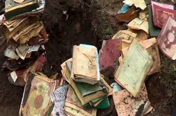 Torpağa basdırılmış 50 Quran tapıldı